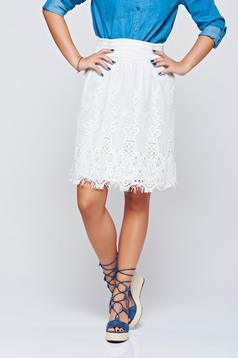 Short easy cut white laced skirt