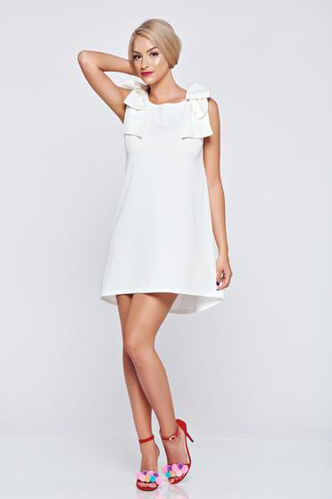 White easy cut sleeveless dress with bow shaped accessory