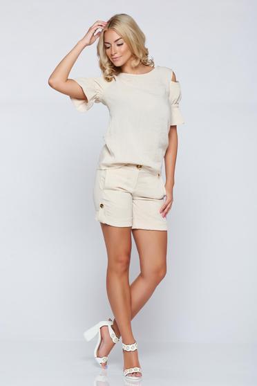 PrettyGirl cream casual short with pockets and button accessories