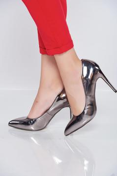 Silver shoes slightly pointed toe tip metallic aspect