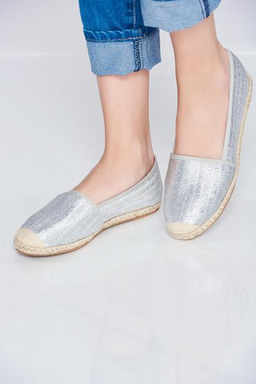 Silver espadrilles with low heel and metallic aspect