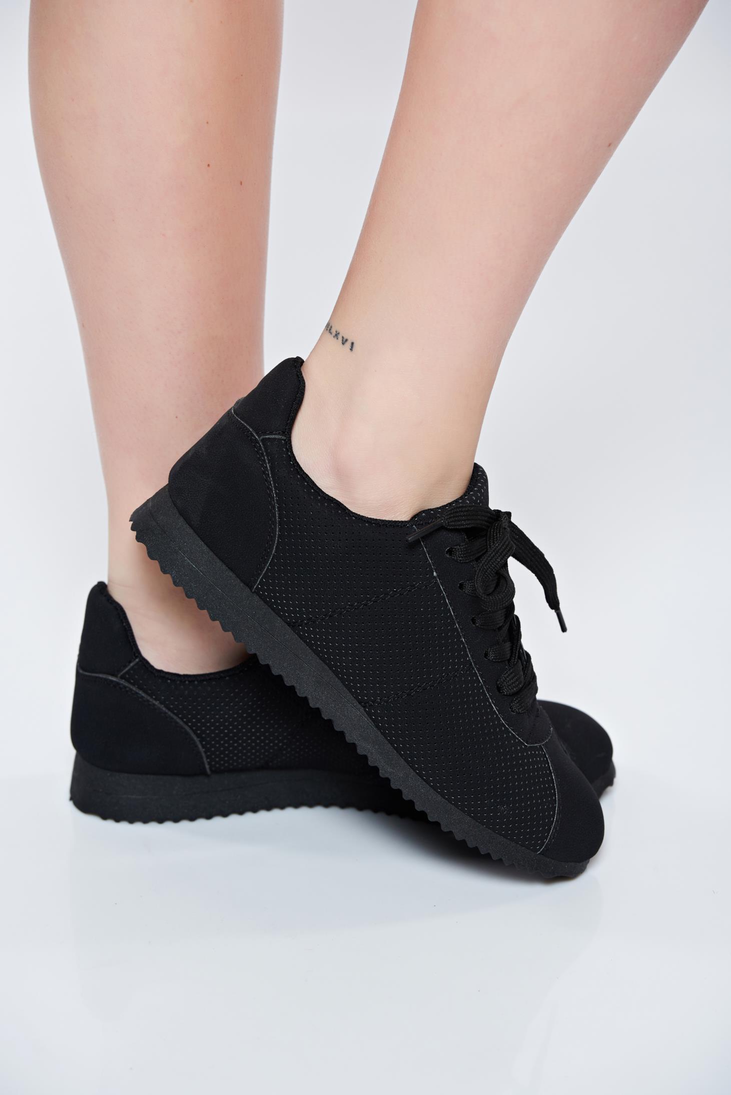 Fekete sport cipő fűzővel köthető meg 9efa726803