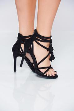 Black high heels sandals with straps