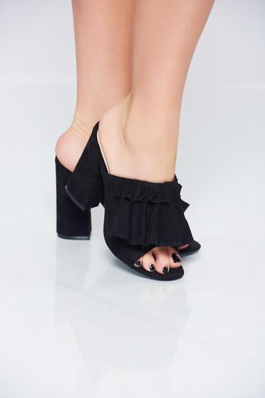 Black high heels sandals with square heels
