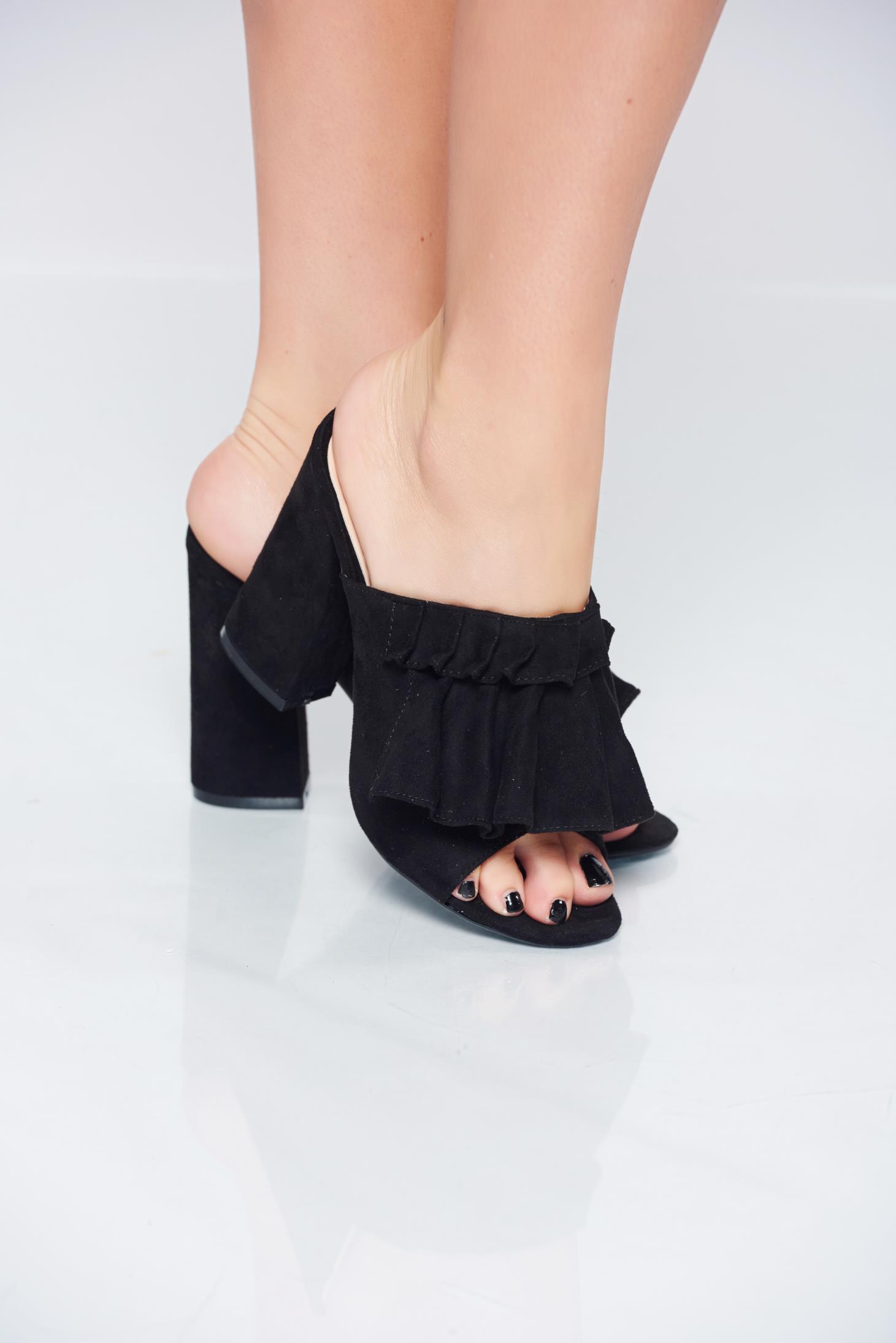 Black high heels sandals with square heels