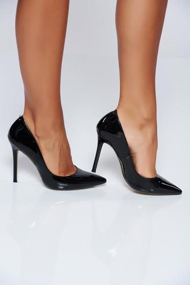 Black high heels elegant shoes with slightly pointed toe tip