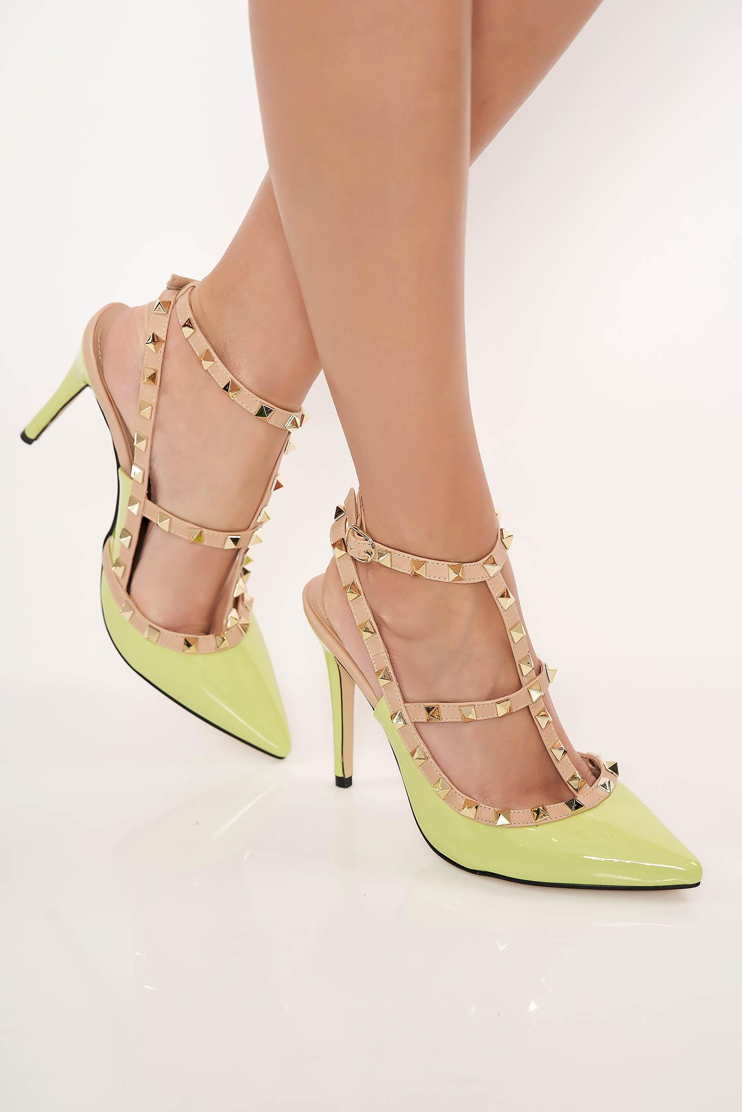 611915ea05 Világos zöld magassarkú cipő fémes szegecsekkel