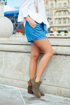 Top Secret blue casual short with pockets accessorized with tied waistband