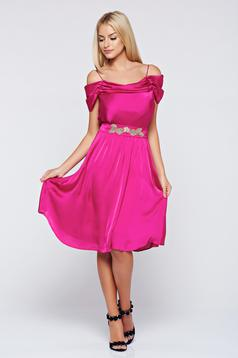 Occasional cloche LaDonna pink off shoulder dress