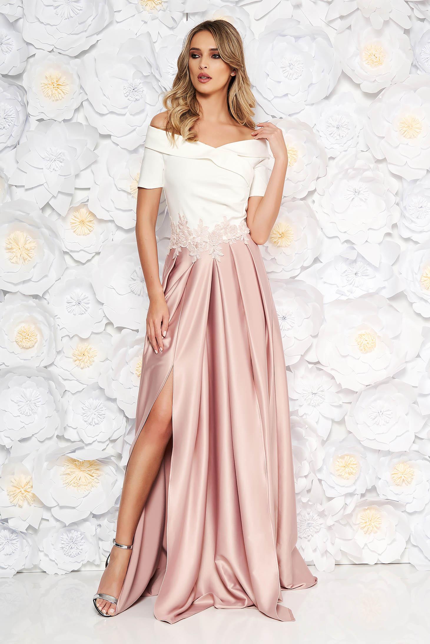 Rochie Artista roz deschis de ocazie in clos pe umeri din material satinat cu insertii de broderie
