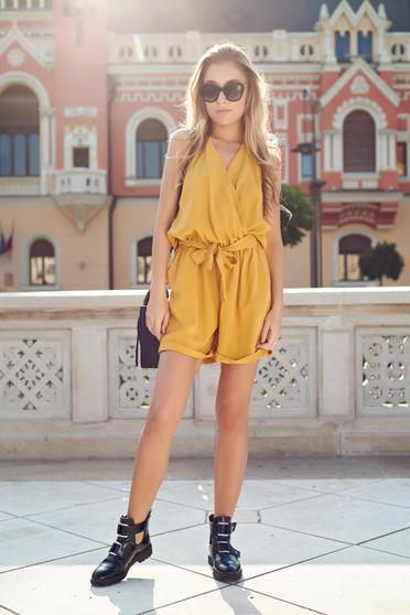 Yellow casual jumpsuit with pockets and elastic waist