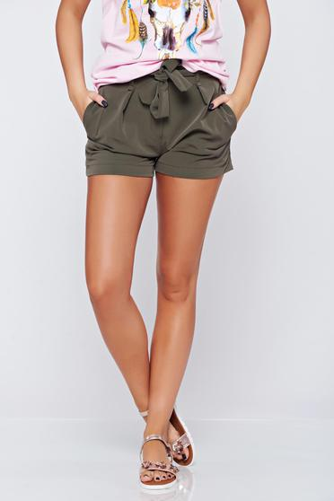 Darkgreen casual with medium waist short accessorized with tied waistband