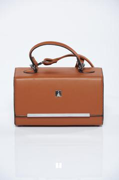Brown bag with metalic accessory and long, adjustable handle