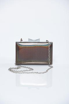 Brown elegant bag with metallic chain accessory