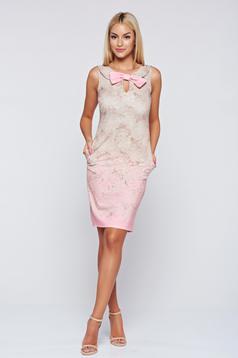 Abito Fofy rosa accesoriato con un fiocco elegante