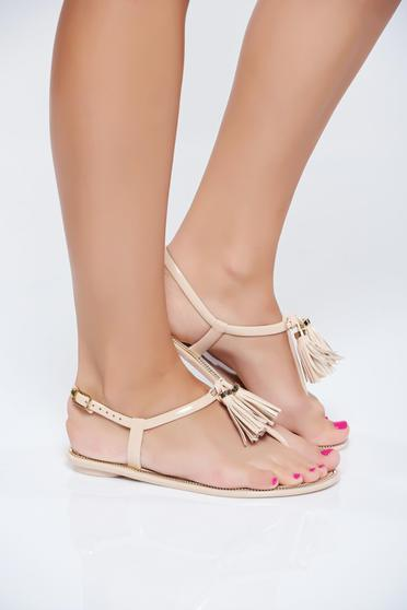 Cream casual low heel sandals with fringes