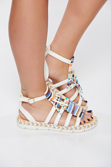 White casual sandals with fringes and thin straps