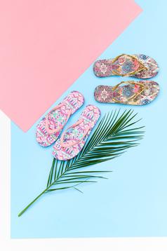 Top Secret gold slippers beach wear print details