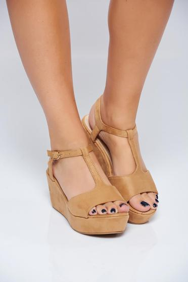 Brown casual sandals with thin straps