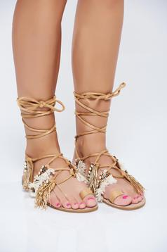 Brown low heel sandals with fringes