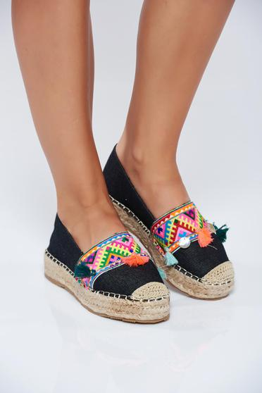 Black espadrilles with tassels embroidery details