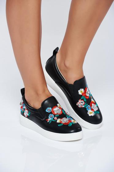 Black casual light sole sneakers with embroidery details