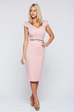 Fofy elegant rosa pencil dress accessorized with belt
