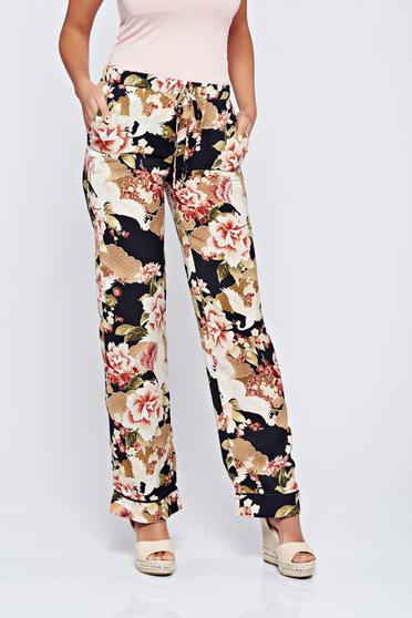 PrettyGirl rosa trousers with floral prints with pockets