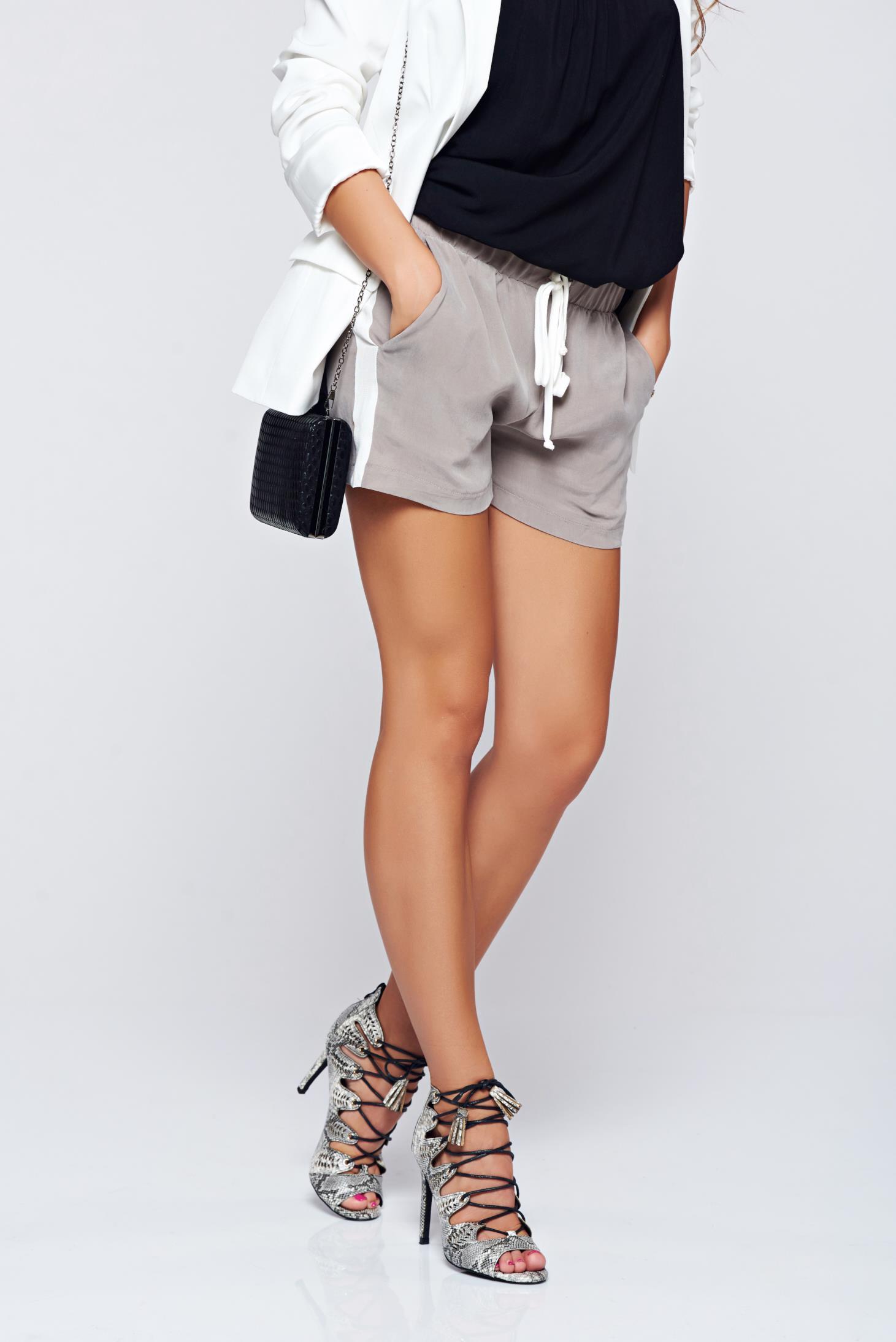 Pantalon scurt PrettyGirl gri casual cu elastic in talie cu buzunare