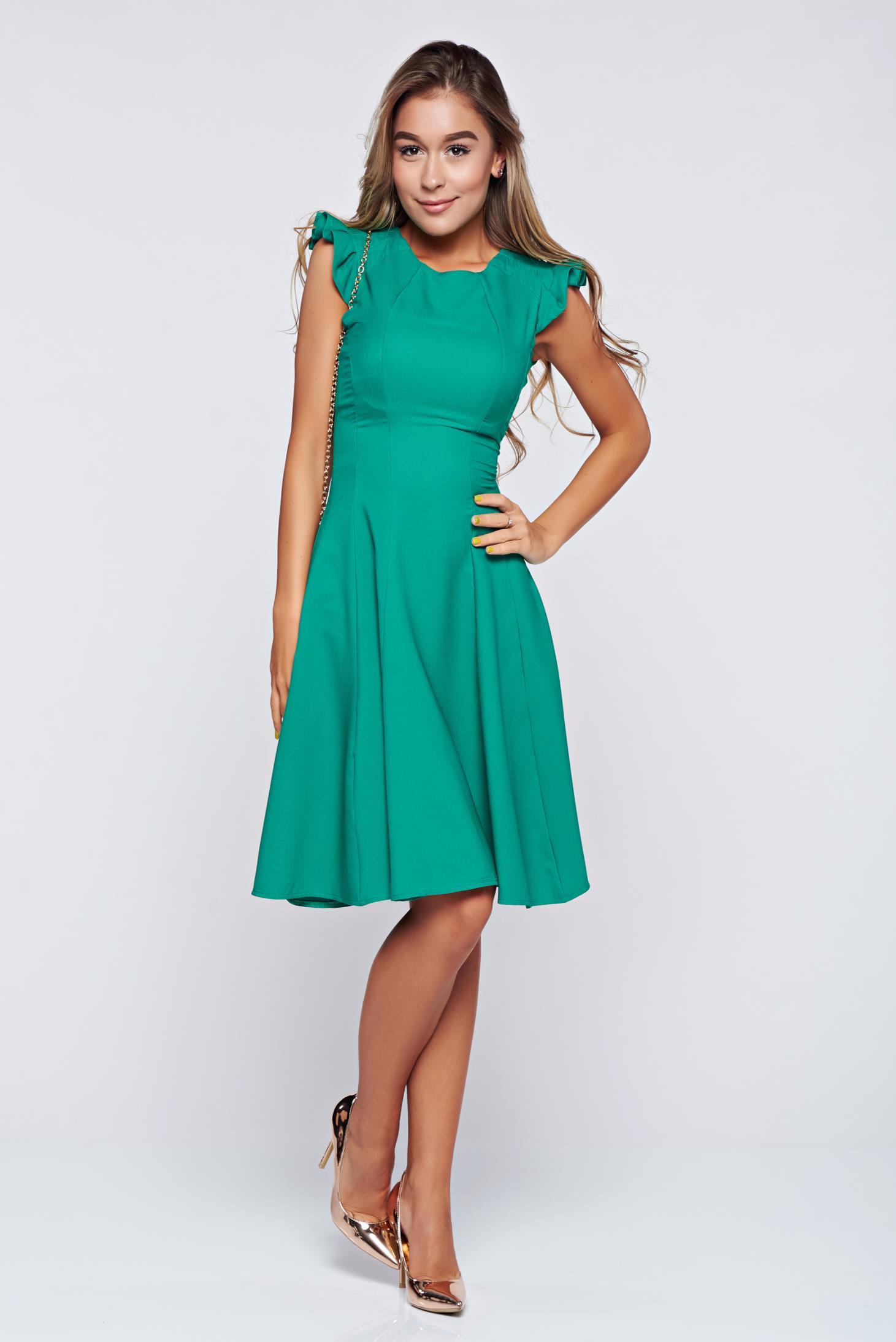 Rochie Fofy verde eleganta in clos din stofa elastica subtire cu volanase la maneca