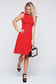 Fofy red cloche dress with ruffled sleeves