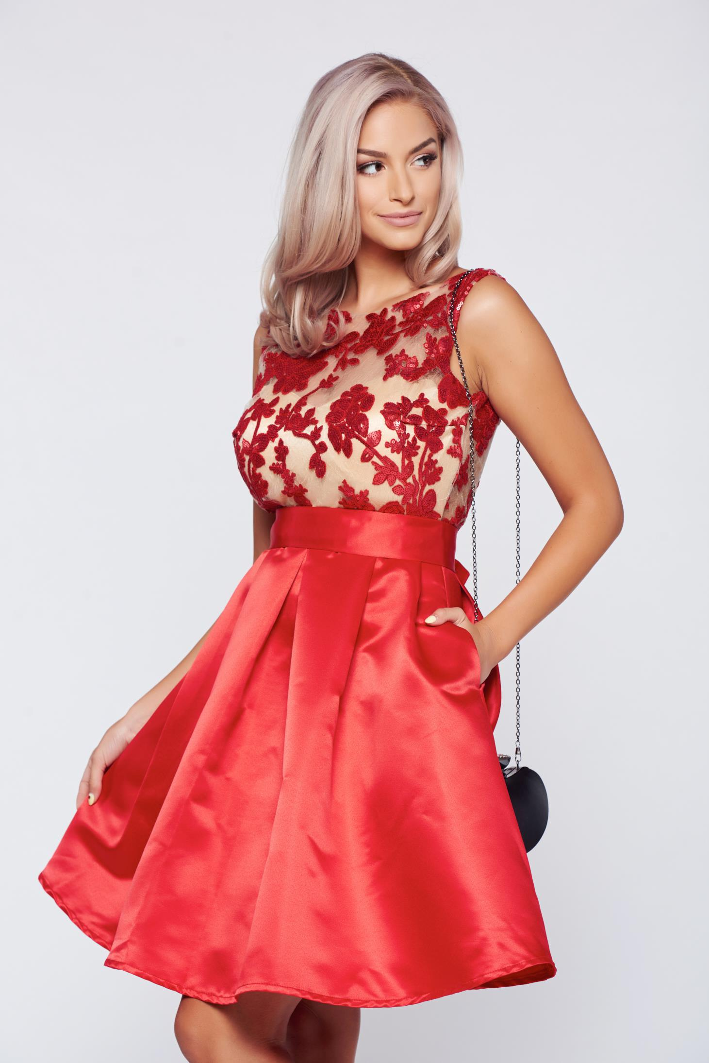 Rochie Fofy rosie de ocazie din material satinat captusita pe interior cu buzunare