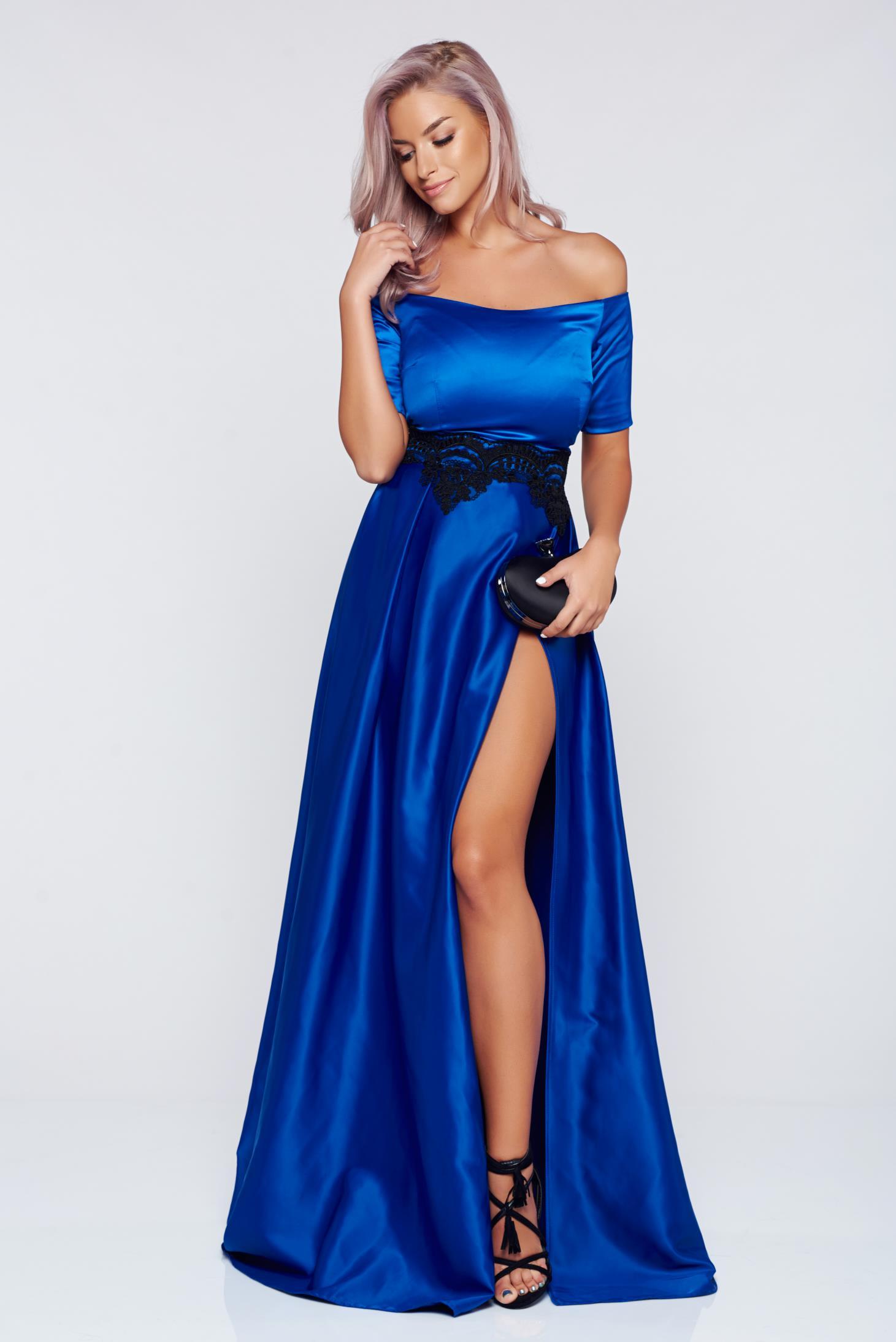 Rochie Artista albastra de ocazie din material satinat cu insertii de broderie