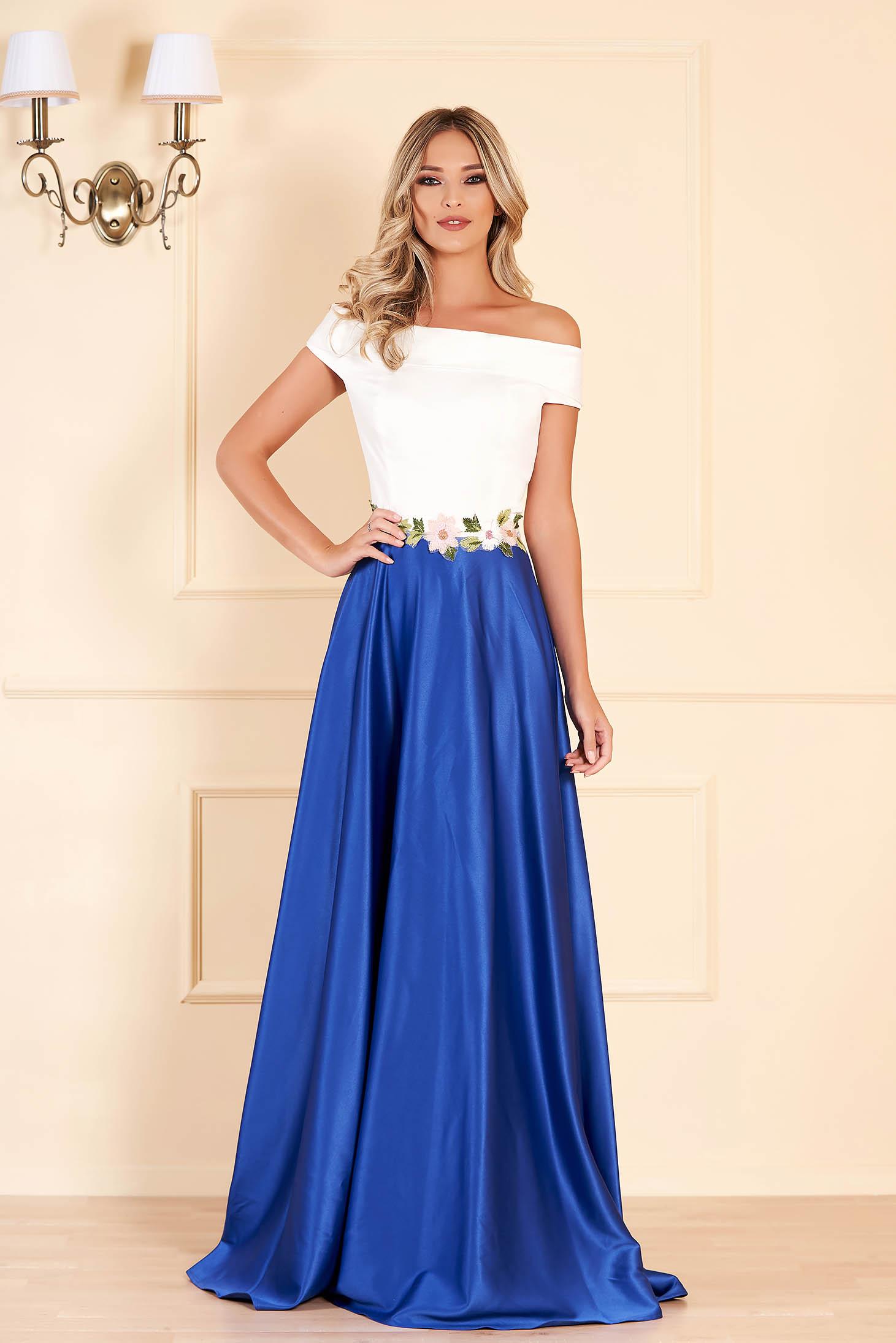 Rochie albastra de ocazie in clos din material satinat cu insertii de broderie
