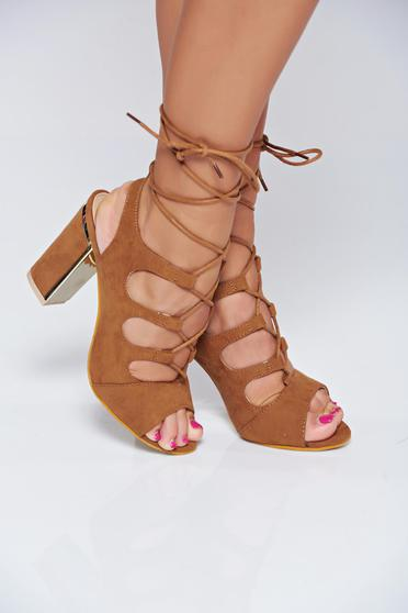 Brown high heels sandals with ribbon fastening