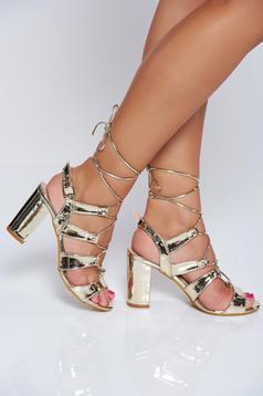 Gold sandals elegant square heel with metallic aspect