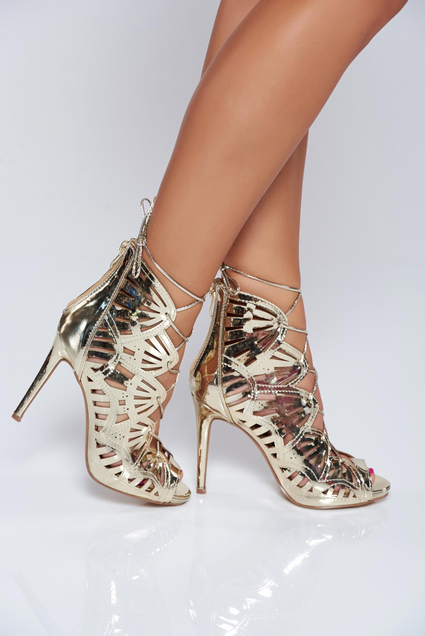 Sandale aurii cu toc inalt cu aspect metalic cu decupaje in material
