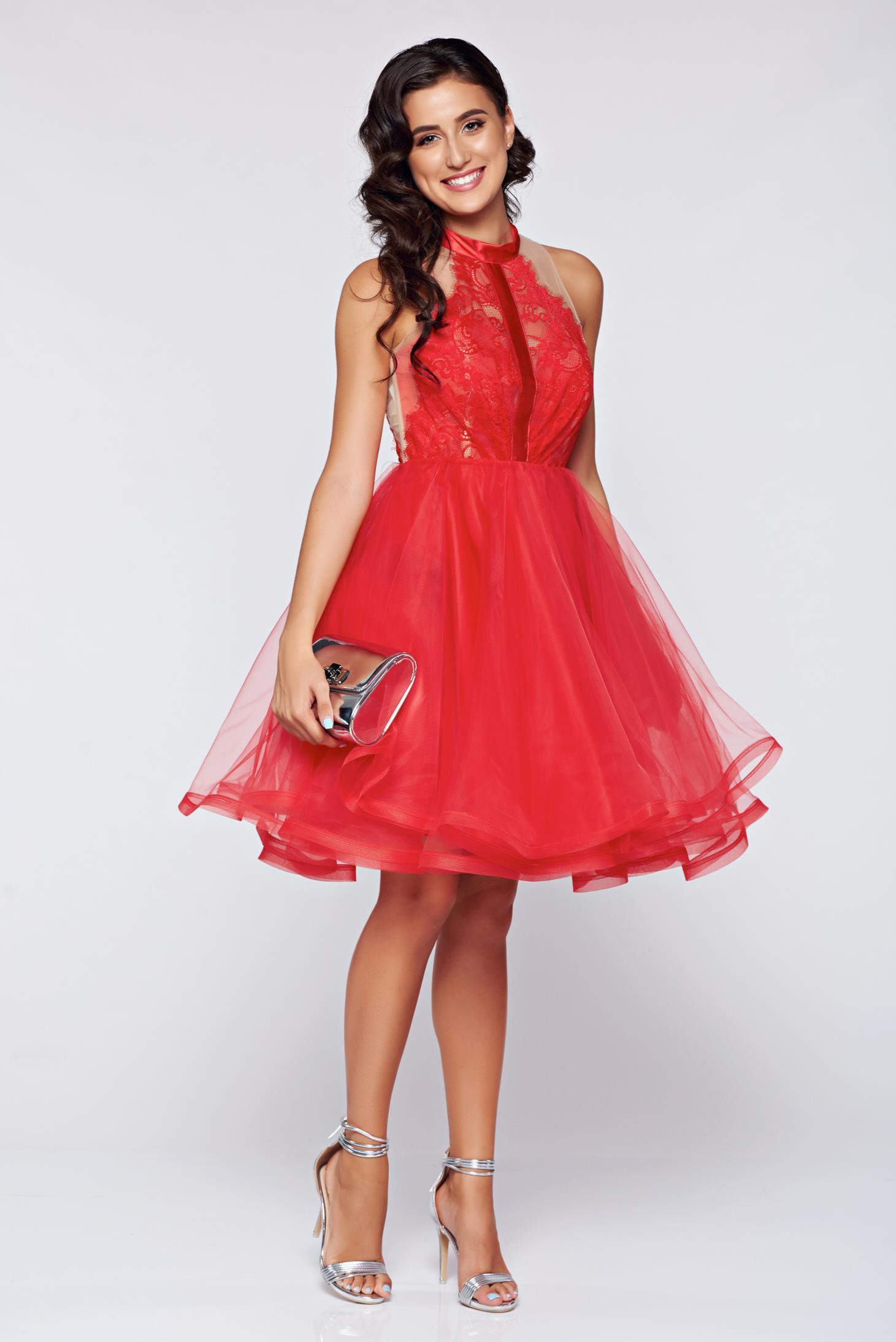 574ddd3ca3 Piros Ana Radu ruha alkalmi harang alakú csipke díszítéssel