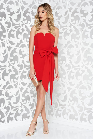 Occasional Ana Radu red short dress accessorized with tied waistband