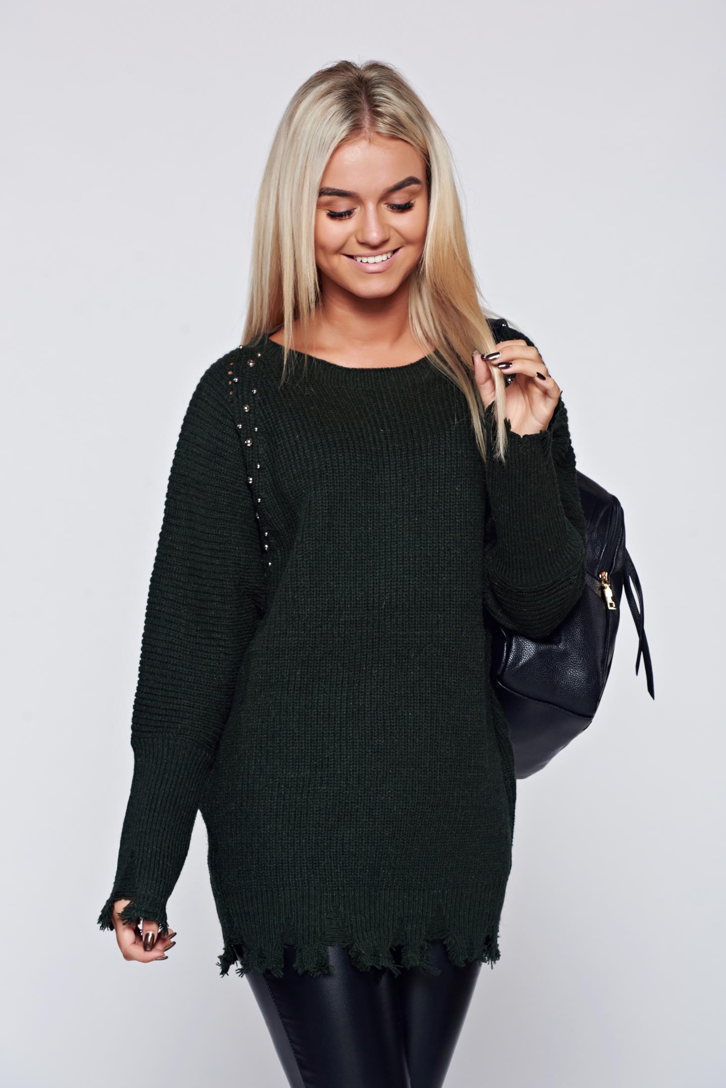 Sötétzöld kötött hétköznapi pulóver fémes szegecsekkel 47fc669520