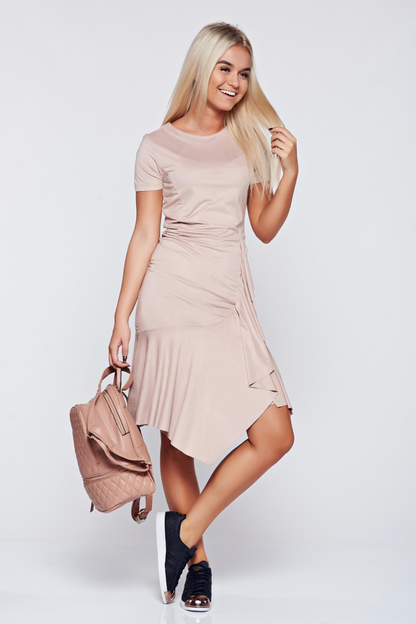 Rochie rosa din velur asimetrica cu volanase