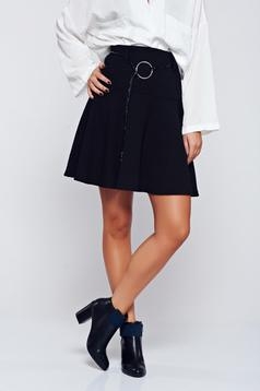 Black casual high waisted skirt accessorized with belt