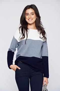 Easy cut white casual knitted sweater