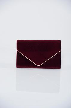 Burgundy clutch bag accessorized with chain