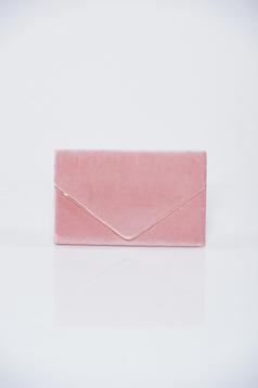 Rosa clutch bag accessorized with chain