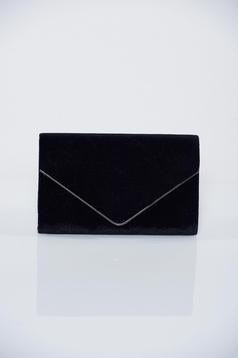 Black clutch bag accessorized with chain