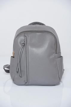 Grey backpacks with a compartment with internal pockets