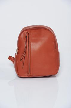Brown backpacks a compartment with internal pockets