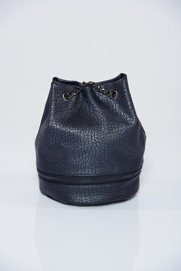 Darkblue casual bag accessorized with chain