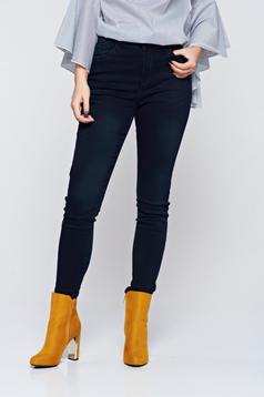 Casual skinny black jeans with medium waist
